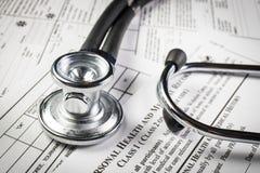 与听诊器的病历形式 免版税库存照片