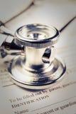 与听诊器的病历形式 库存照片