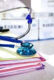 与听诊器的医疗文件 库存照片
