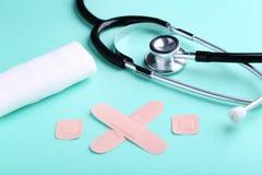 与听诊器的医疗膏药 库存图片