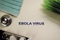 与启发和医疗保健/医疗概念的埃博拉病毒在书桌背景 库存照片