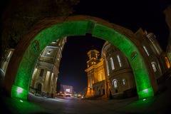 与和解曲拱的夜照明设备  图库摄影