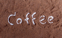 与咖啡文本的咖啡渣 库存照片