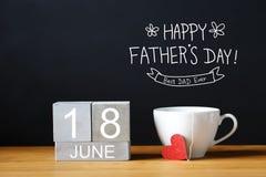 与咖啡杯的父亲节消息 库存图片