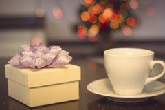 与咖啡杯的静物画 免版税库存照片