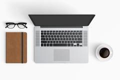 与咖啡杯,智能手机,纸,笔记本, t的现代工作区 图库摄影