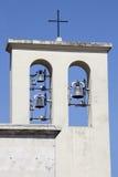 与响铃的尖顶 教会在罗马,意大利 免版税库存图片