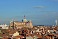 与哥特式教会的威尼斯地平线 图库摄影