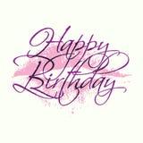 与唇膏亲吻的生日快乐题字 与书法的贺卡模板 免版税库存照片