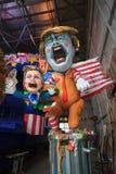与唐纳德・川普讽刺画的狂欢节在寓言的推车在Viare 免版税库存照片