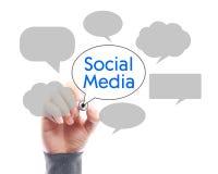 与商人手图画的社会媒介概念Whiteboard 免版税库存照片