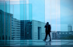 与商人的企业概念在办公楼 库存照片