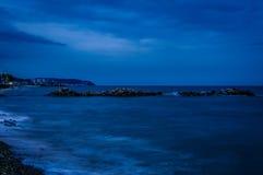 与喜怒无常的蓝色大气的接近的风暴 图库摄影