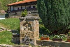 与喷泉和庭院的惊人的看法在Temski修道院圣乔治,共和国里塞尔维亚 免版税库存图片