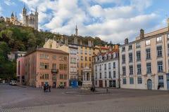 与喷泉的法国正方形 免版税库存图片
