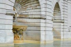 与喷泉的建筑大厦 库存图片