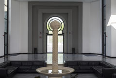 与喷泉的Faya 免版税图库摄影