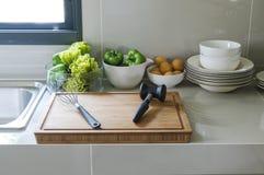 与器物的厨房角落 免版税图库摄影