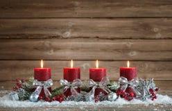 与四个灼烧的蜡烛的出现装饰 免版税库存图片