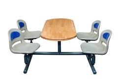 与四把椅子的表在白色背景隔绝的滚保龄球的 库存照片