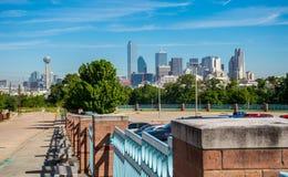 与团聚塔和整个城市的Panormaic达拉斯得克萨斯街市大都会地平线都市风景视线内 免版税库存照片