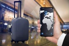 与固定GPS的聪明的行李 免版税库存图片