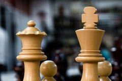 与国王和女王/王后的国际象棋棋局 库存图片