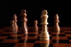 与国王的下棋比赛在中心 免版税库存图片