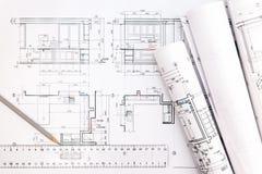 与图纸、铅笔和统治者的建筑师工作区 免版税库存照片