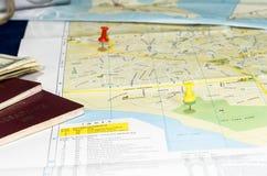 与图钉的地图 库存图片