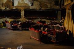 与圆桌的地方黑暗 库存照片