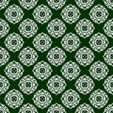 与圆白色装饰品的无缝的样式在绿色背景 图库摄影
