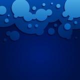 与圆的泡影的抽象蓝色背景 库存图片