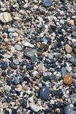与圆的peeble石头的海抽象背景 库存照片