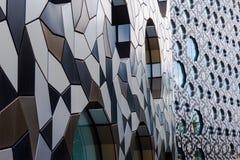 与圆窗口的现代建筑学门面 免版税库存图片