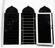 与圆顶形状的Windows作为伊斯兰教的在雅加达拍的大厦典型照片印度尼西亚 免版税库存照片
