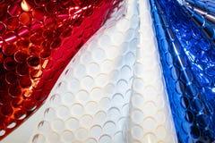 与圈子保险开关的大胆的抽象红色白色和蓝色背景塑造 免版税图库摄影