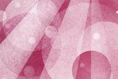 与圈子和光束层数的抽象桃红色背景  免版税图库摄影