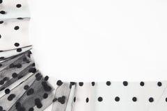 与圈子的黑纺织品薄纱象在白色背景的框架 抽象派设计背景 图库摄影