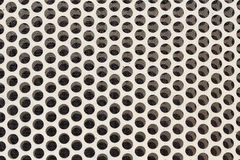 与圈子穿孔的孔的白色钢金属 库存图片