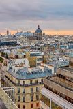 与圣徒奥古斯丁教会的巴黎人地平线日落的 免版税库存照片