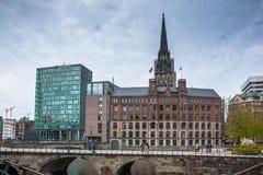 与圣徒尼古拉高耸,汉堡,德国的城市lanscape 免版税库存图片