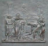 与圣皮特圣徒・彼得生活的图象的古铜色门:基础罗马教皇看见 库存图片