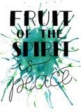 与圣经诗歌的手字法精神的果子是在水彩背景的和平 库存图片