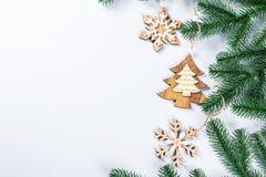 与圣诞树和木装饰的分支的圣诞节框架在白色背景 简单的圣诞节构成w 图库摄影