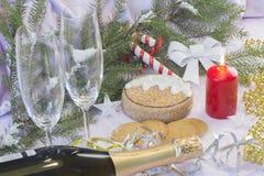 与圣诞树和装饰的圣诞卡 欢乐看板卡的圣诞节 库存照片