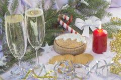 与圣诞树和装饰的圣诞卡 欢乐看板卡的圣诞节 库存图片