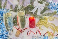 与圣诞树和装饰的圣诞卡 欢乐看板卡的圣诞节 免版税图库摄影