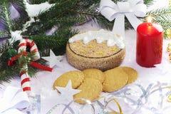 与圣诞树和装饰的圣诞卡 欢乐看板卡的圣诞节 免版税库存照片