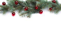 与圣诞树球的被隔绝的冷杉分支 免版税库存照片